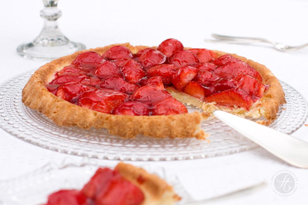 Familienrezept für Erdbeer-Tarte mit knusprigem Mürbeteig, #feiertaeglich