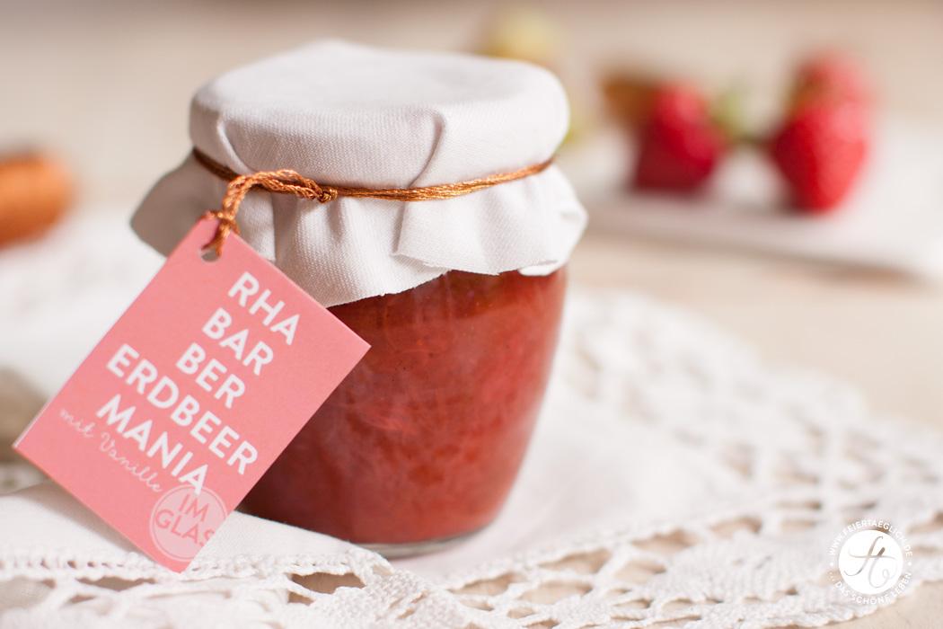 Rezept für Rhabarber-Erdbeer-Vanille Marmelade, Free Printable Labels und selbst gebackene Scores, DIY #freeprintables #RhaBarBerMania #feiertaeglich