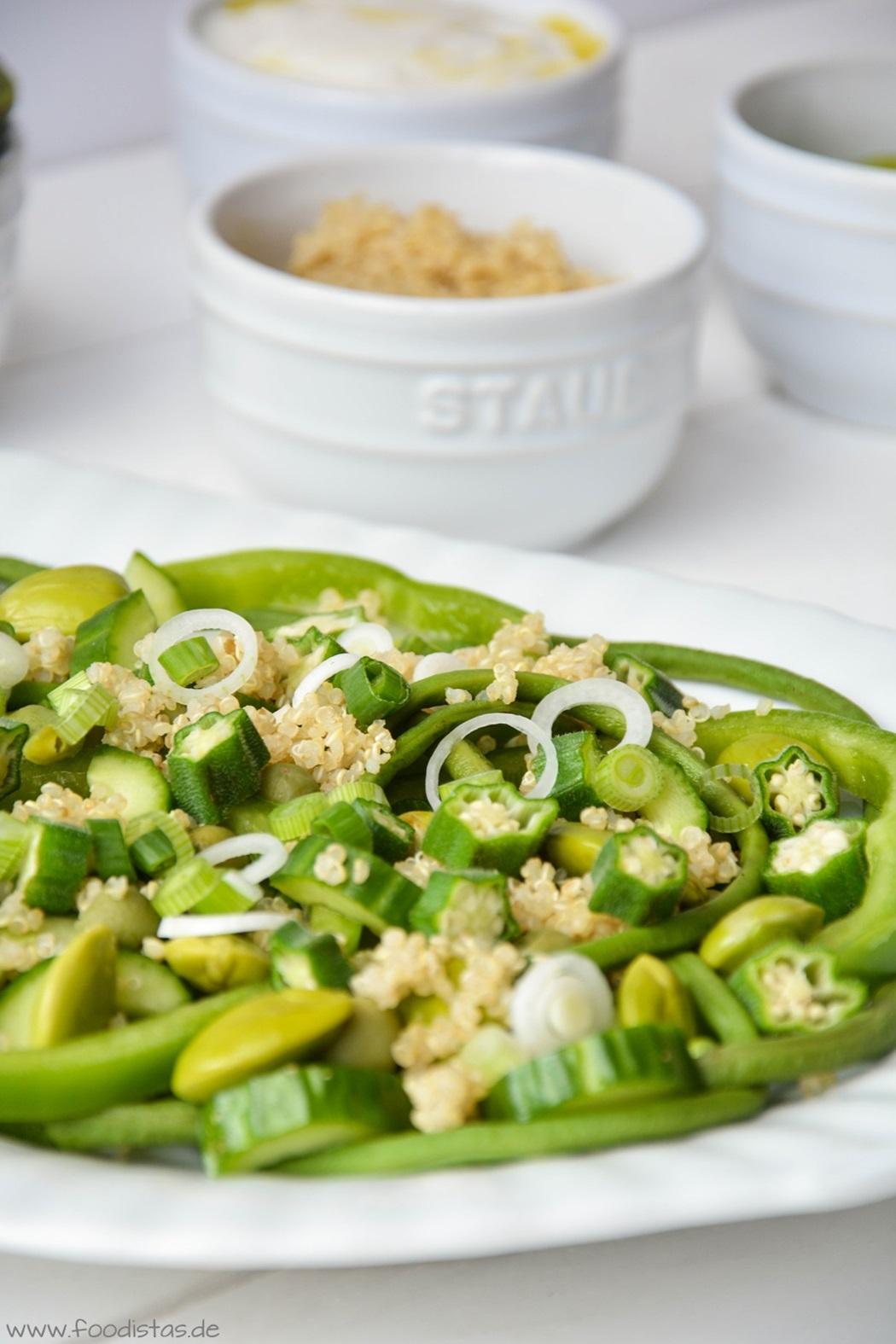 #SuperfoodSamstag mit einem Rezept für einen grünen Superfood-Salat mit Quinoa von den Foodistas | #feiertaeglich