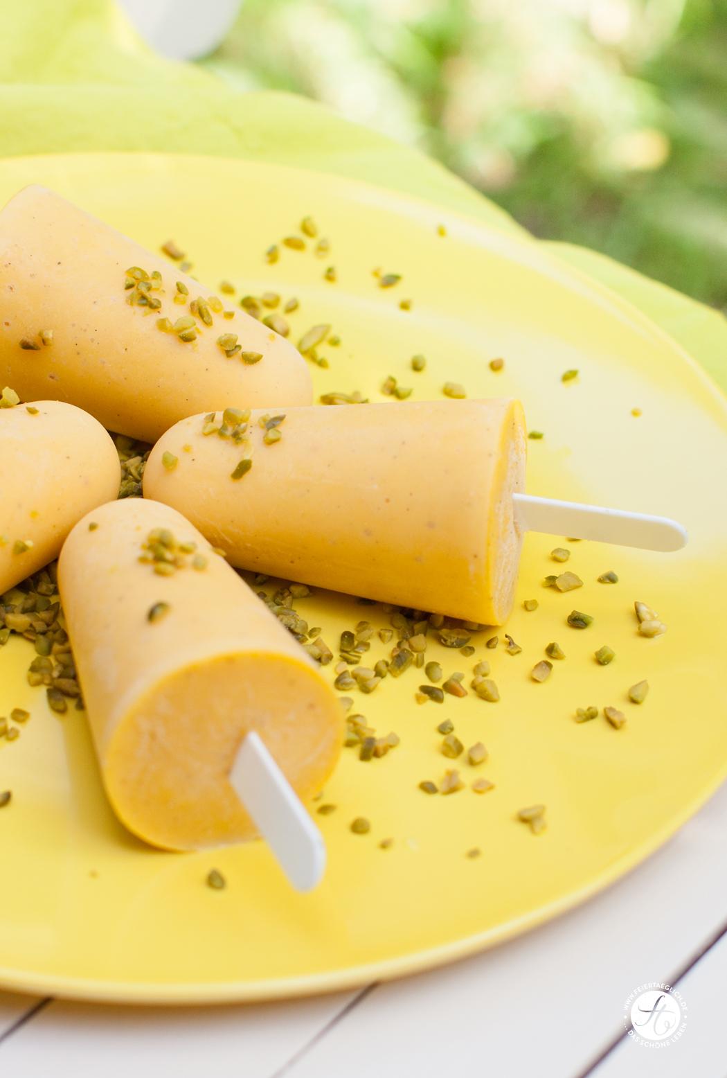 Rezept für Mango-Joghurt-Vanille-Eis-Pops…ganz ohne Eismaschine und ohhh so Mango! #feiertaeglich