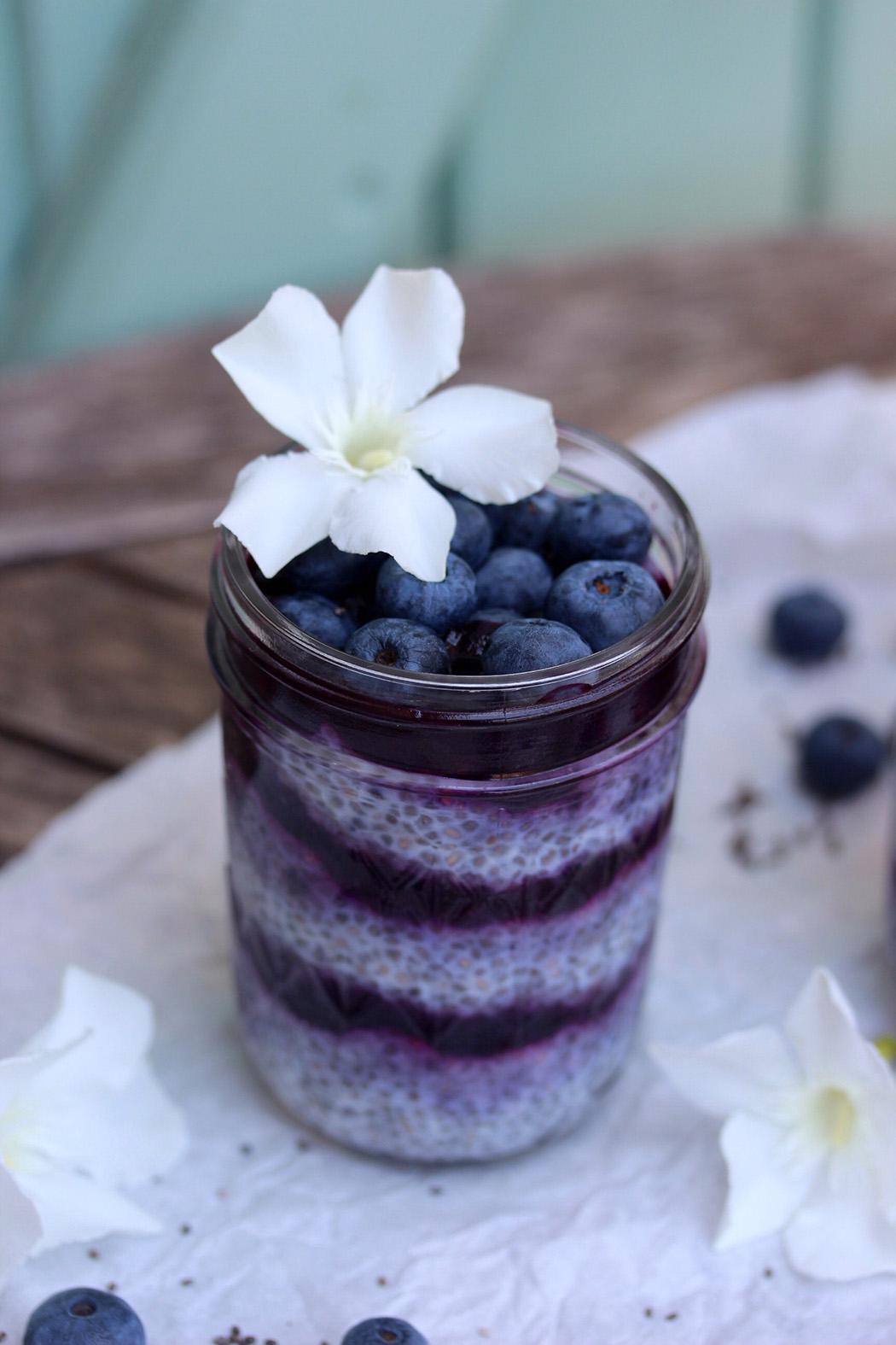 Blaubeer-Chia-Pudding | Rezept beim #SuperfoodSamstag bei feiertäglich von Emma's Lieblingsstücke