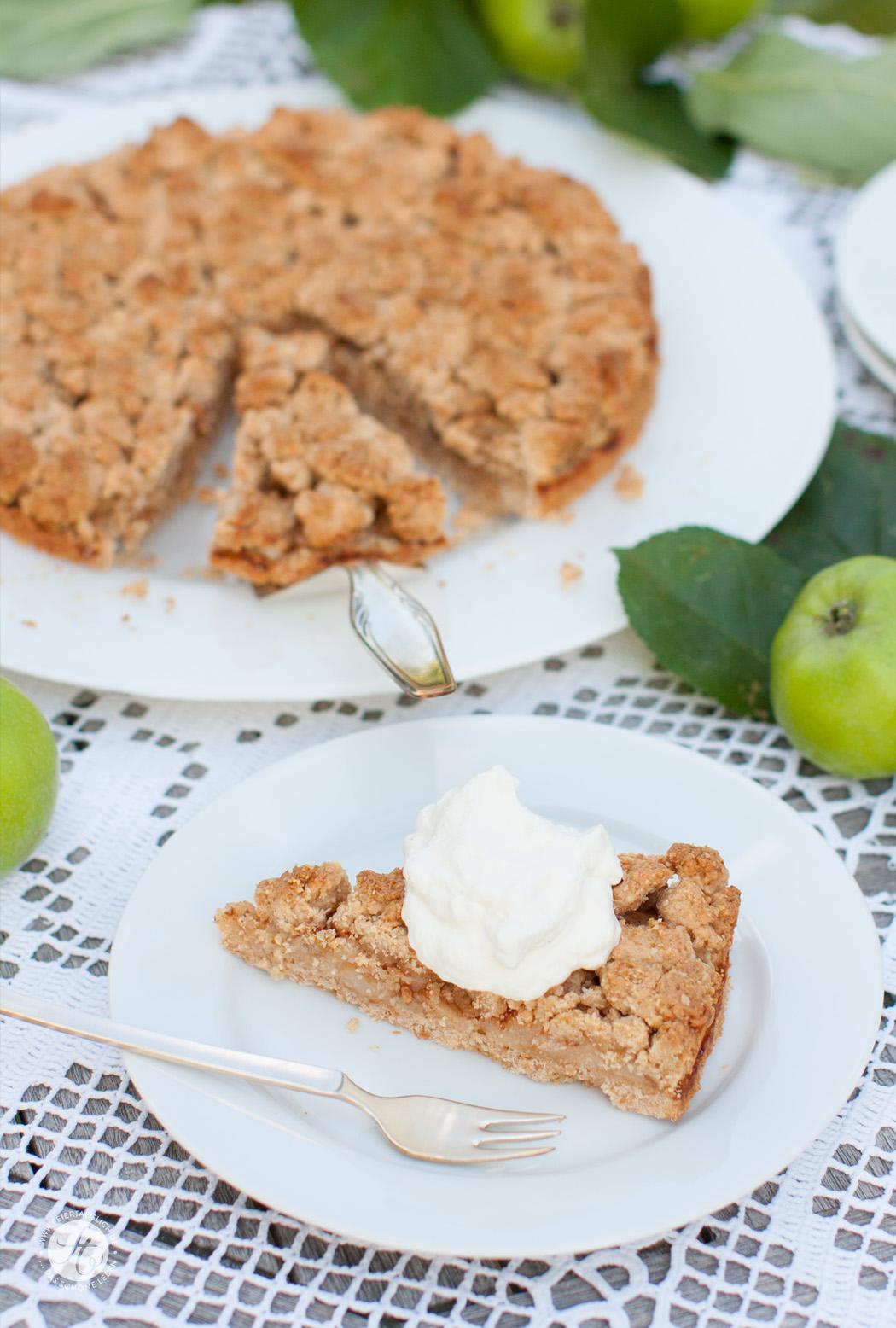 Rezept für Apfel-Knusper-Tarte mit Streuseln und Zimt von feiertäglich