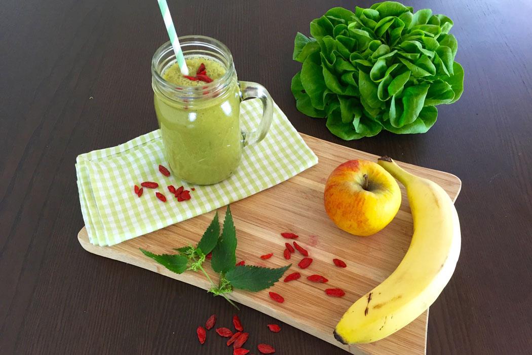 Superfood Brennnessel Rezept für Grünen Smoothie | Superfoodsamstag bei feiertäglich