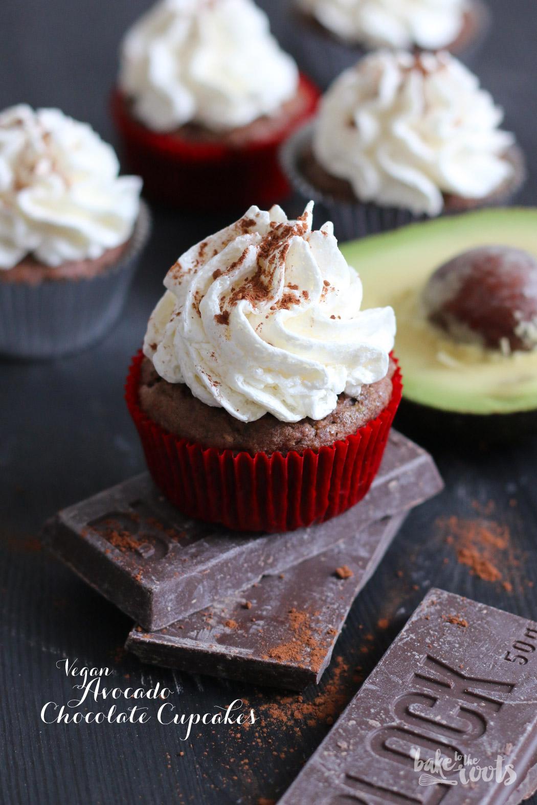 Vegane Avocado Chocolate Cupcakes mit Chia Rezept von bake to the roots zum #Superfoodsamstag bei feiertaeglich.de