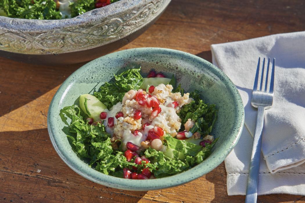 Superfoods-Salat mit Grünkohl, Quinoa und Granatapfel von eatsleepgreen zum #SuperfoodSamstag auf feiertäglich.de