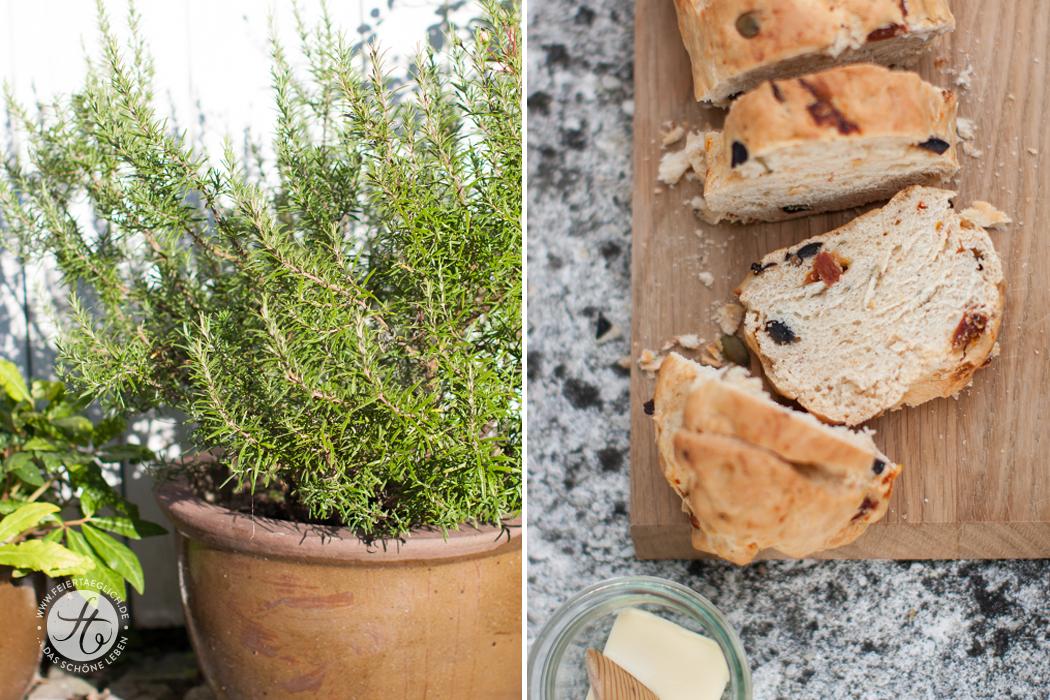 Mediterranes Rosmarin-Tomaten-Olivenbrot selbst gebacken: Rezept von feiertäglich.de #brot #ichbacksmir #rosmarin #weissbrot