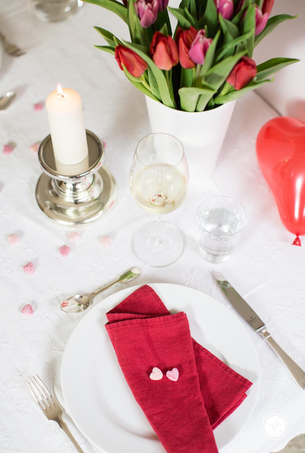 Valentinstagsmenü Tischdekoration