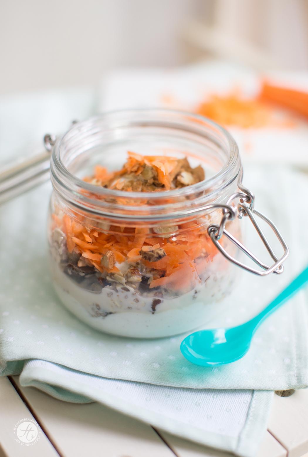 Carrot-Cake-Muesli - gesunder Karottenkuchen zum Frühstück to go | Rezept von feiertäglich.de