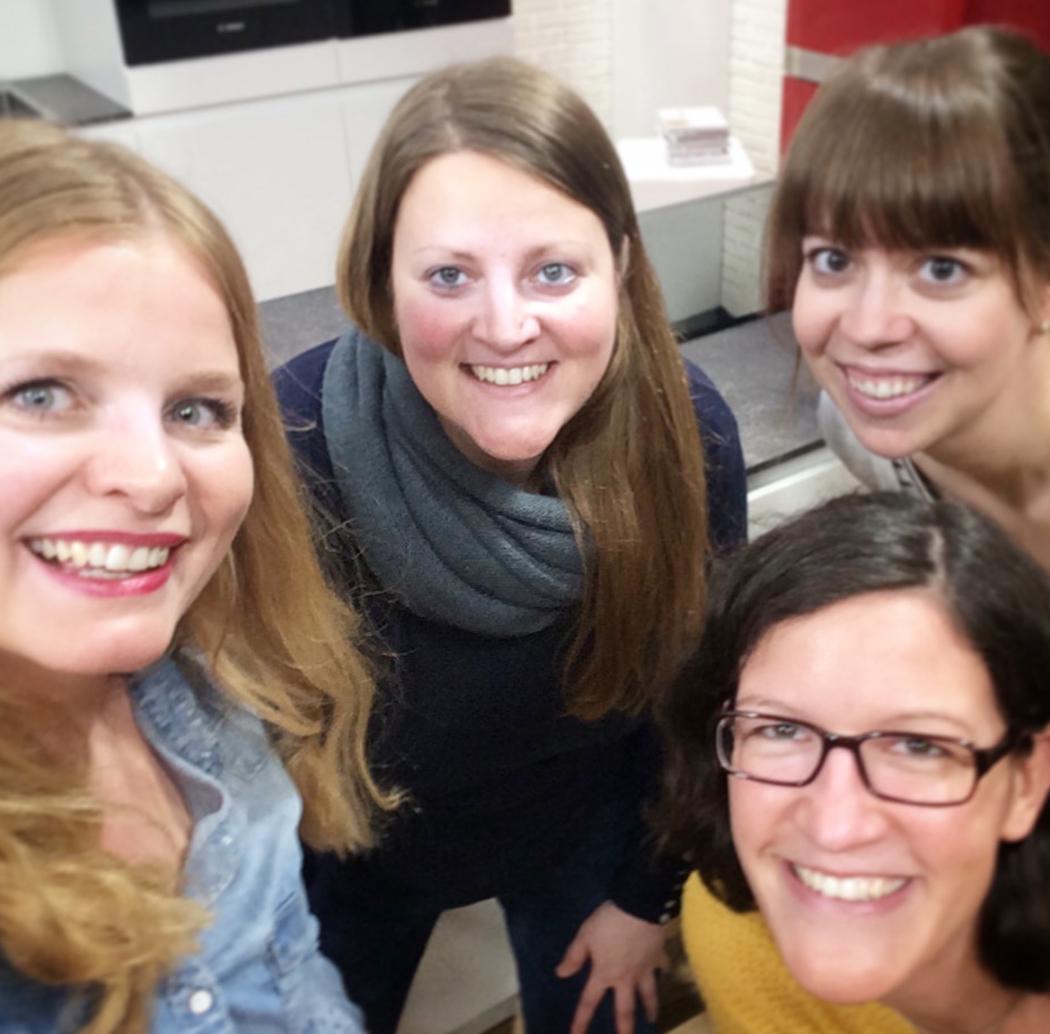 von rechts: Julia Eickmeyer, Kathrin Knoll, Amelie Flum, ich