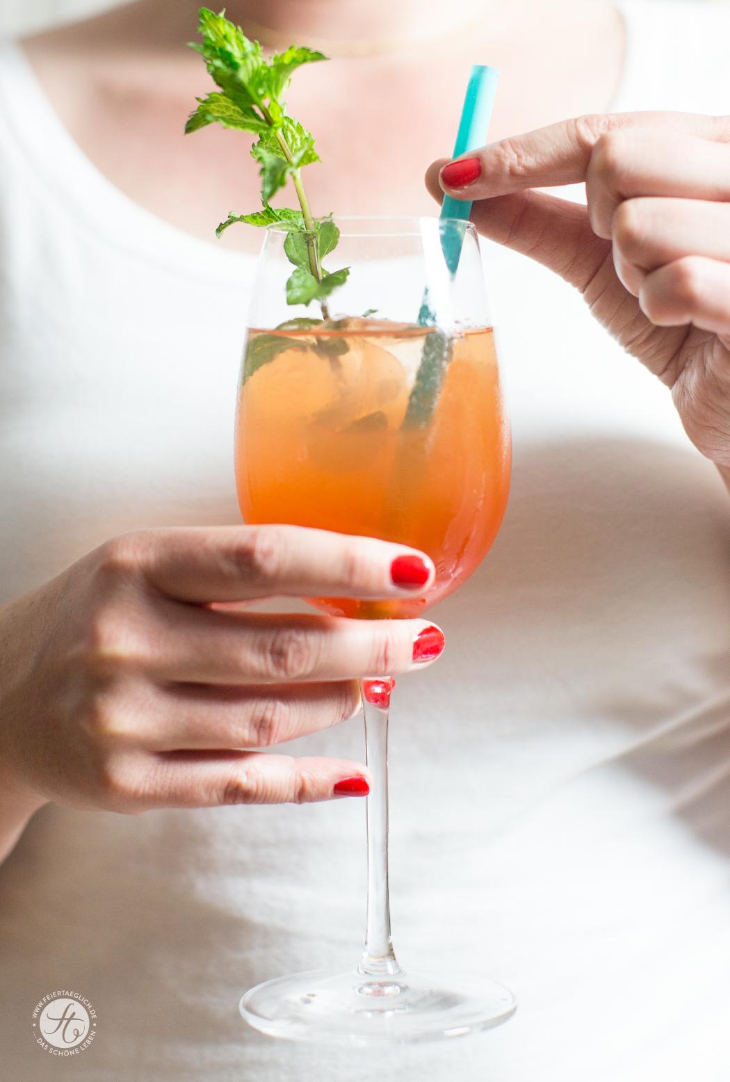 Aperol Lemon Spritz – Sommerdrink, schnell gemixt | Rezept bei feiertaeglich.de