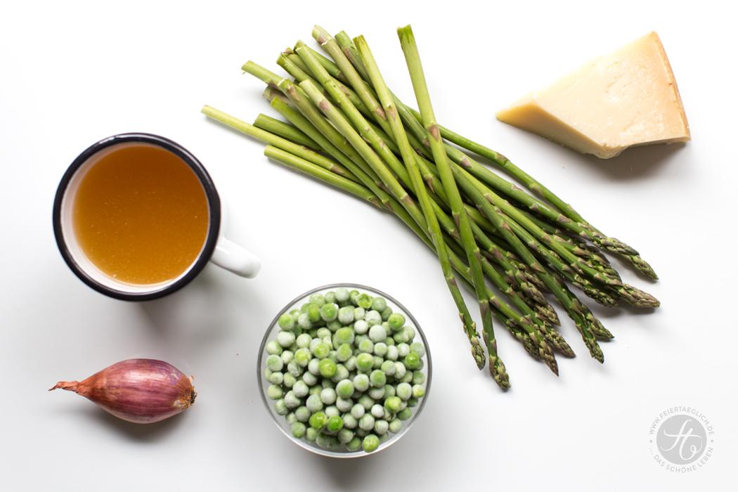 Vorspeise: Grünes Spargel-Erbsensüppchen mit Parmesanschaum | Rezept von feiertäglich.de zum Sommer-Regenwetter-Schlemmer-Menü für 2, Zutaten