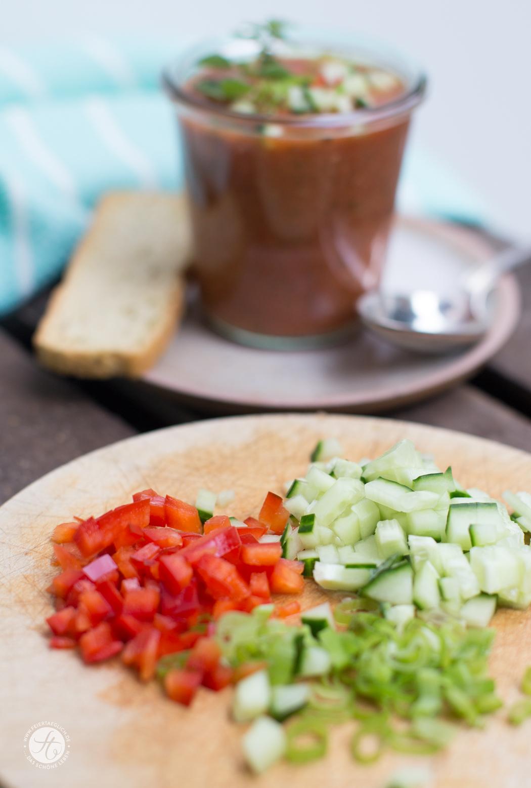 Zutaten für Schnelle Gazpacho, kalte Tomatensuppe, Rezept von feiertäglich.de
