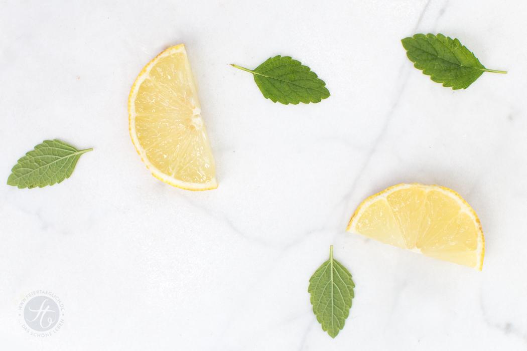 Zitroniges Ricotta-Vanille-Eis – so cremig, aus nur 5 Zutaten und ganz ohne Eismaschine | Rezept von feiertaeglich.de