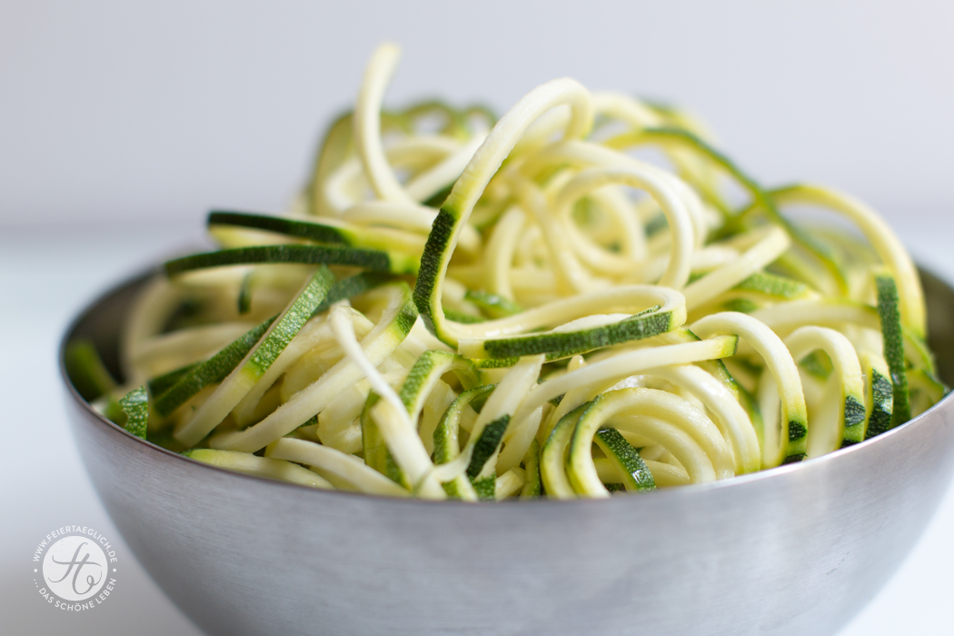 Zoodles (Zucchini-Nudeln), low-carb, gesund, einfach & lecker