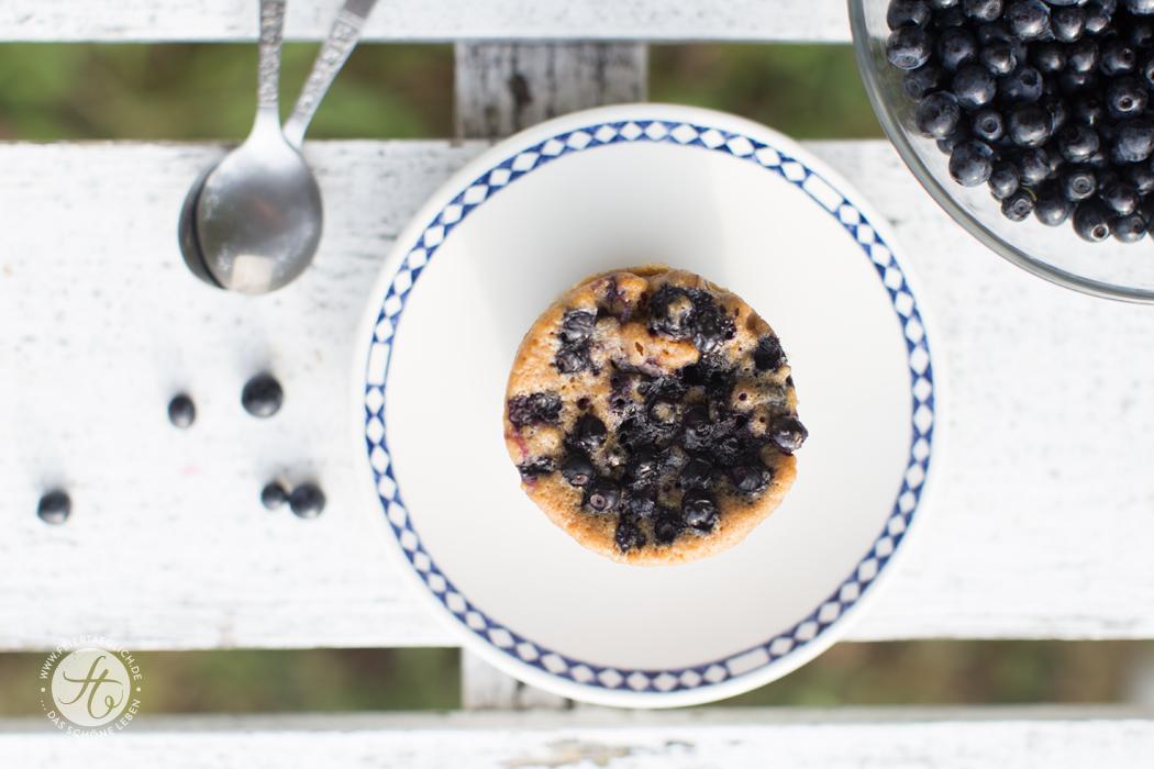 Ratz-Fatz-Blaubeer-Tassen-Küchlein aus der Mikrowelle, fertig in maximal 5 Minuten | Rezept von feiertaeglich.de
