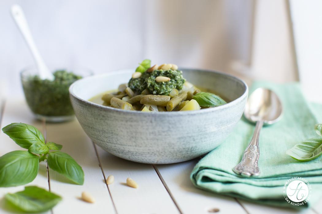 Schnibbel-Bohnen-Suppe à la Genovese, Grüne Bohnen-Eintopf mit Basilikum-Pesto | Rezept von feiertäglich.de