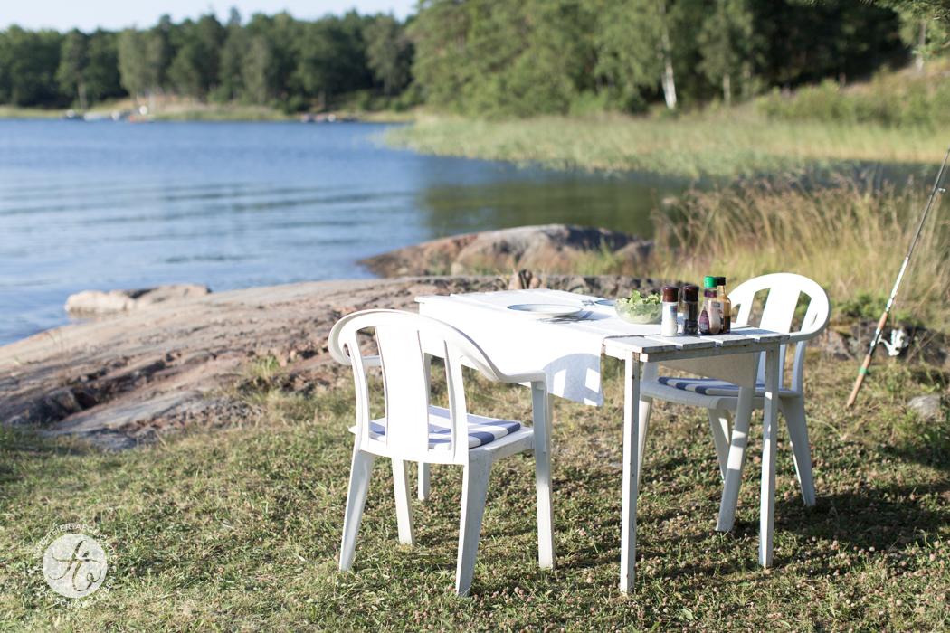 Gedeckter Tisch am Wasser, Archipelago Schweden