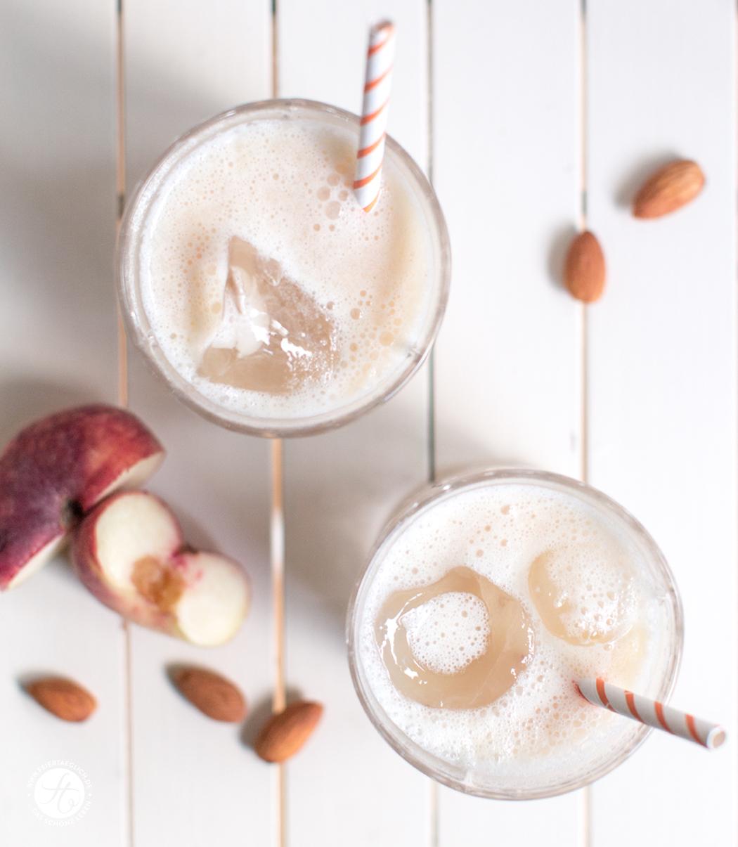 White Almond Peachy mit Amaretto | Rezept zum #happyfizzyfriyay von feiertäglich.de