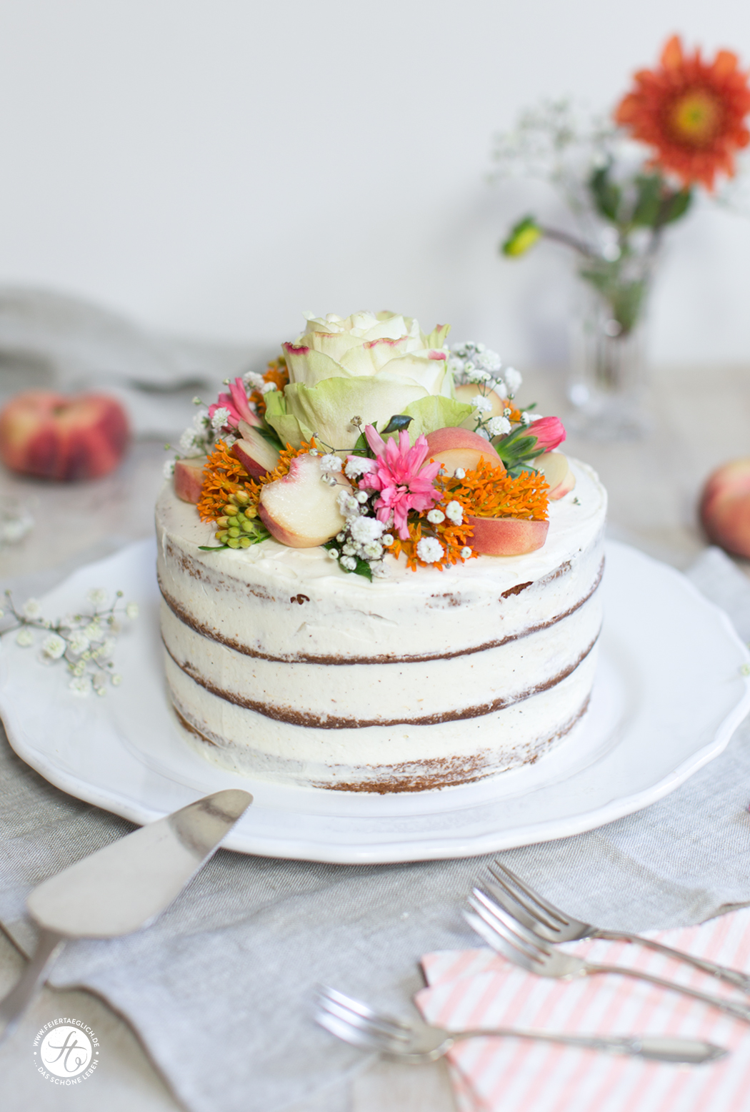 Pfirsich-Vanille-Törtchen in Flower-Power-Laune | Rezept von feiertaeglich.de
