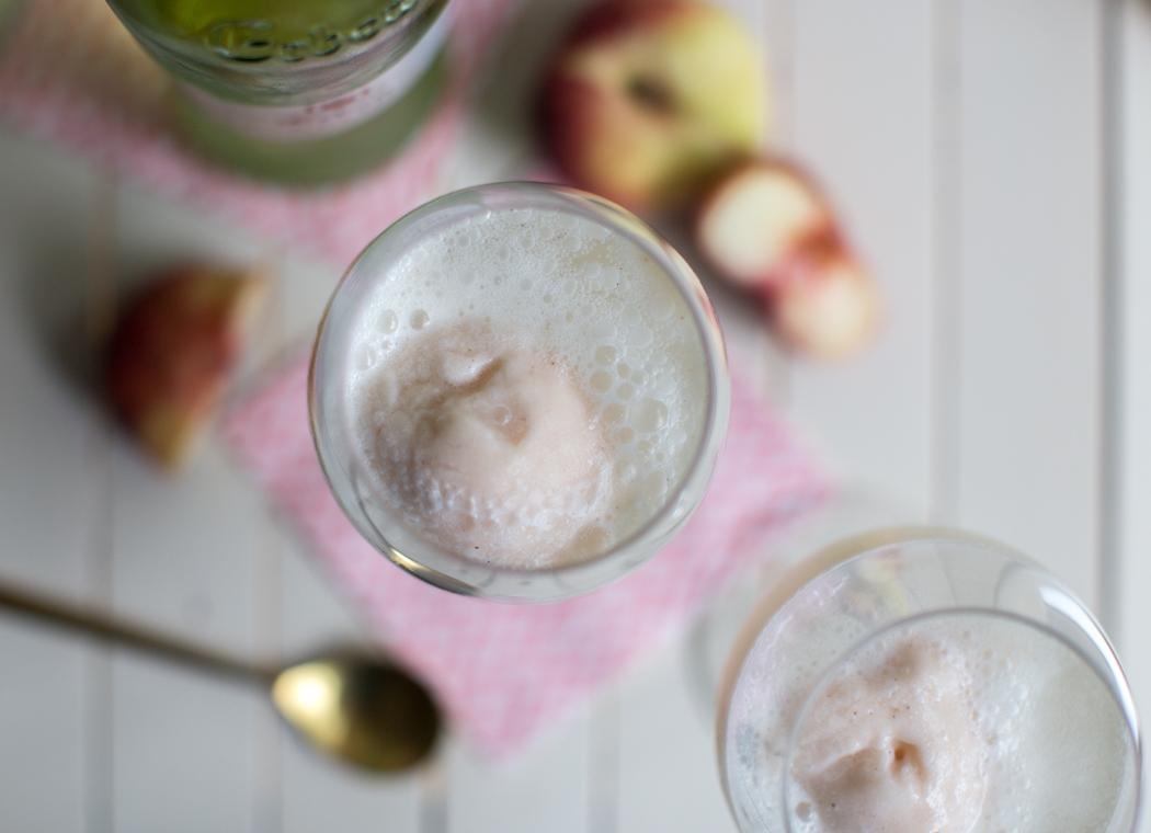 Pfirsich-Vanille-Weisswein Sterbet...Float | Rezept von feiertäglich.de