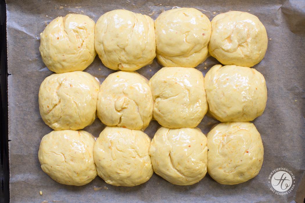 Kürbis-Milchbrötchen mit Hokkaido, wunderbar locker & saftig, Rezept von feiertäglich.de