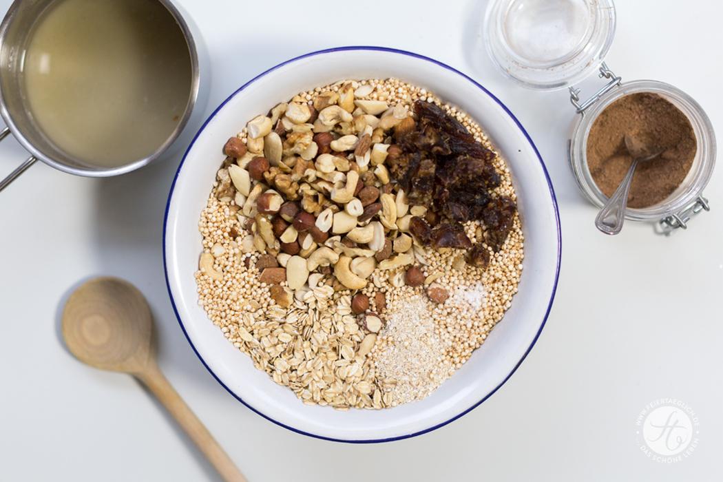 Nuss-Chai-Granola, Rezept für zuckerfreies Knuspermüsli mit Nüssen und Chao-Geschmack von feiertäglich.de, Zutaten