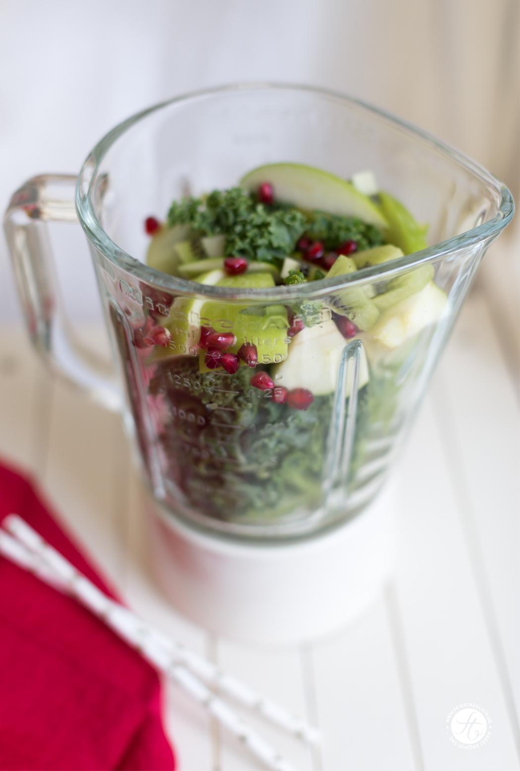 Detox Smoothie mit Grünkohl, Kiwi & Granatapfel zum Weihnachts#Smoothiemontag - Zubereitung