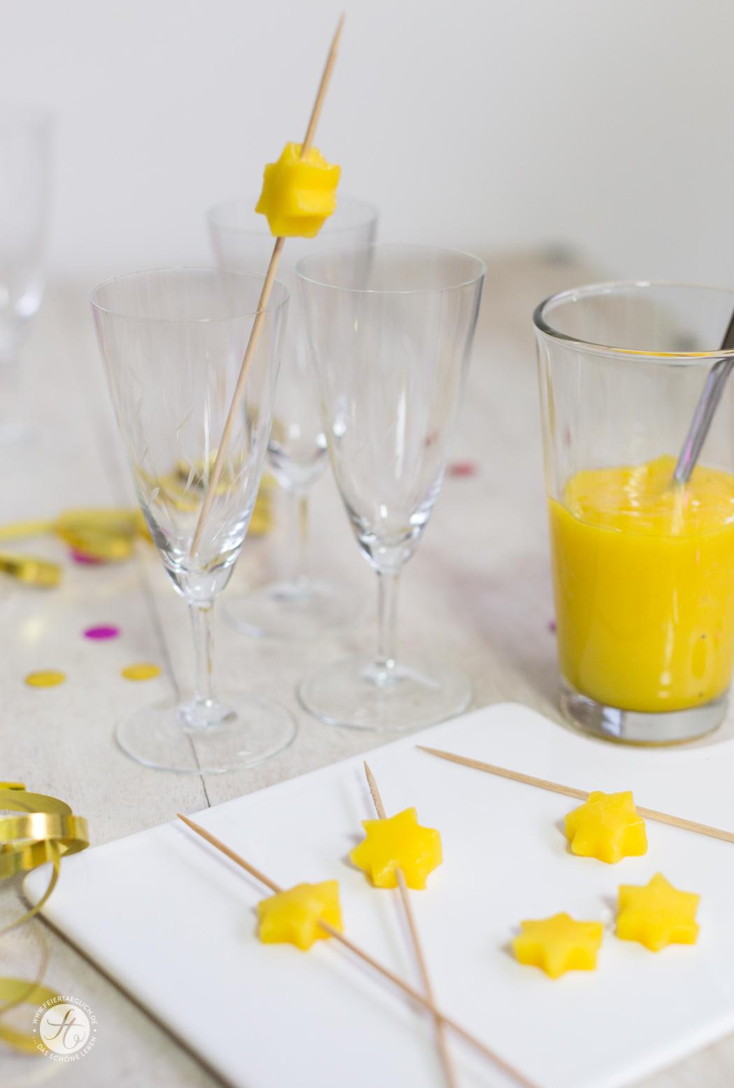Sparkling Mango-Maracuja – Mango-Maracuja Püree mit Sekt und Mango-Spiess, Rezept für ein leckeren Drink/Aperitif, Zubereitung