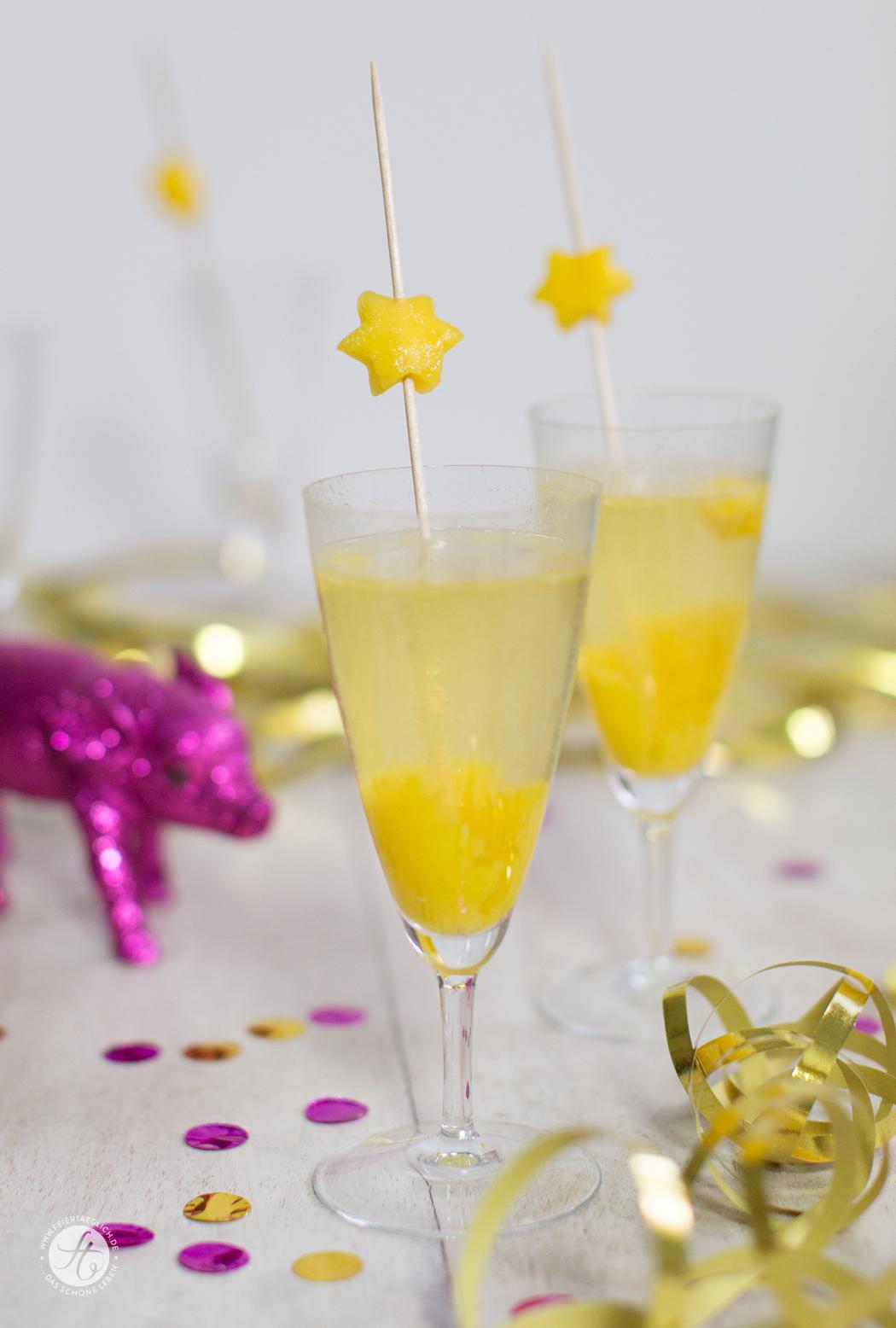 Sparkling Mango-Maracuja – Mango-Maracuja Püree mit Sekt und Mango-Spiess, Rezept für ein leckeren Drink/Aperitif