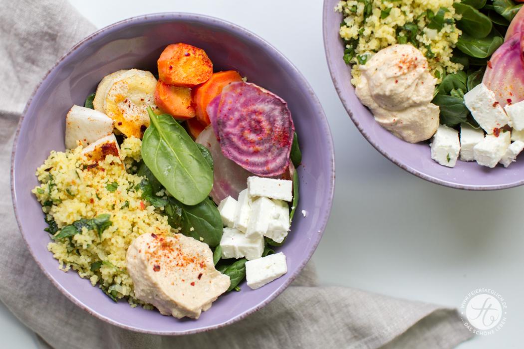 Kunterbunte Happy Bowl mit Wurzelgemüse, Petersilien-Couscous, Spinat, Schafskäse und Humus, Rezept