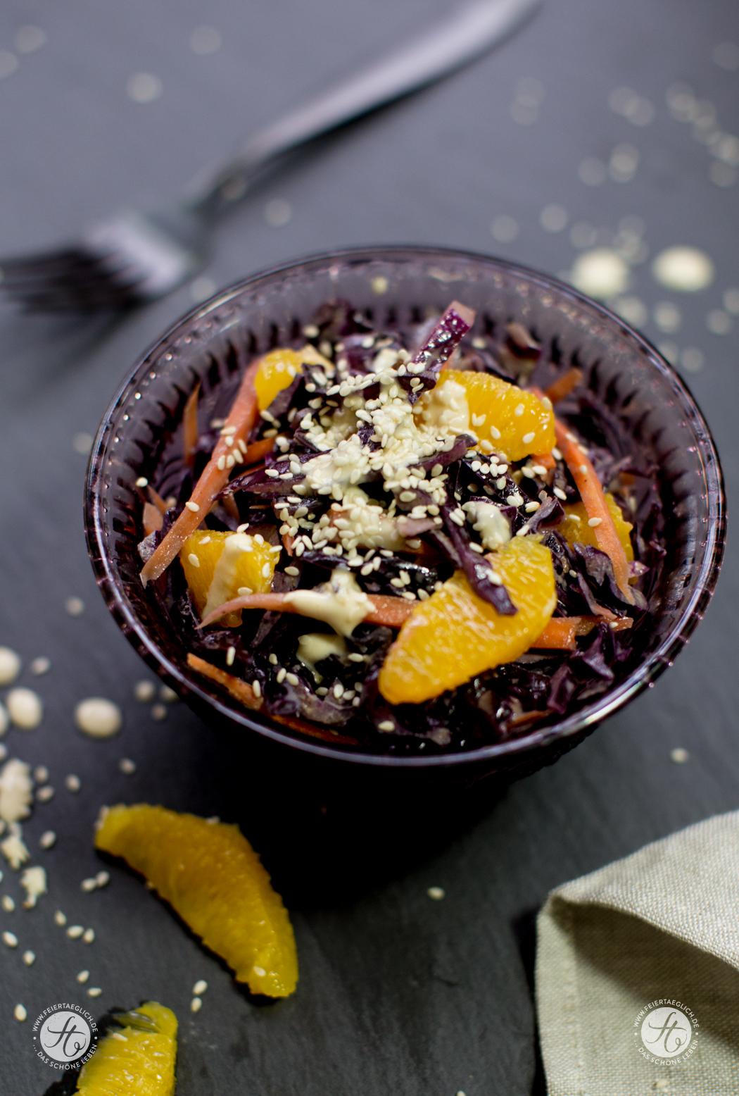 Rotkohlsalat mit Karotten, Orangen und Sesamdressing, vegan, Rezept von feiertaeglich.de