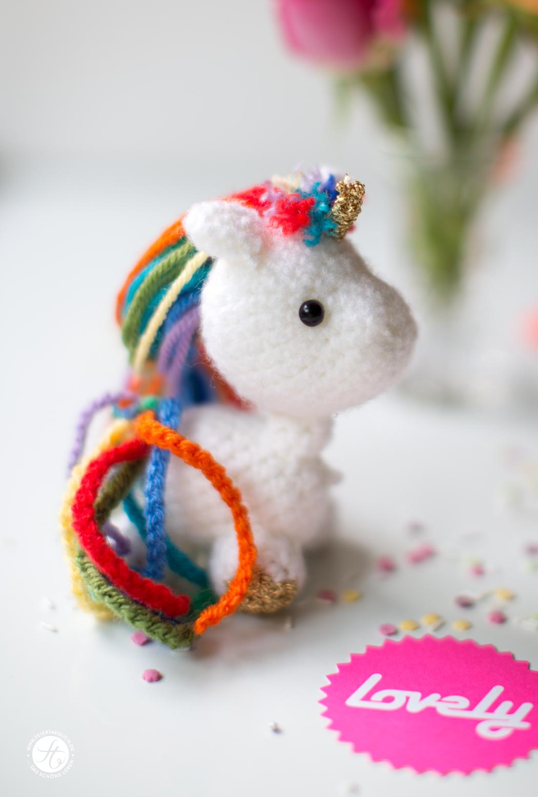 Gehäkeltes Einhorn, knitted Unicorn von https://dasfurzendeeinhorn.com, Geschenkidee