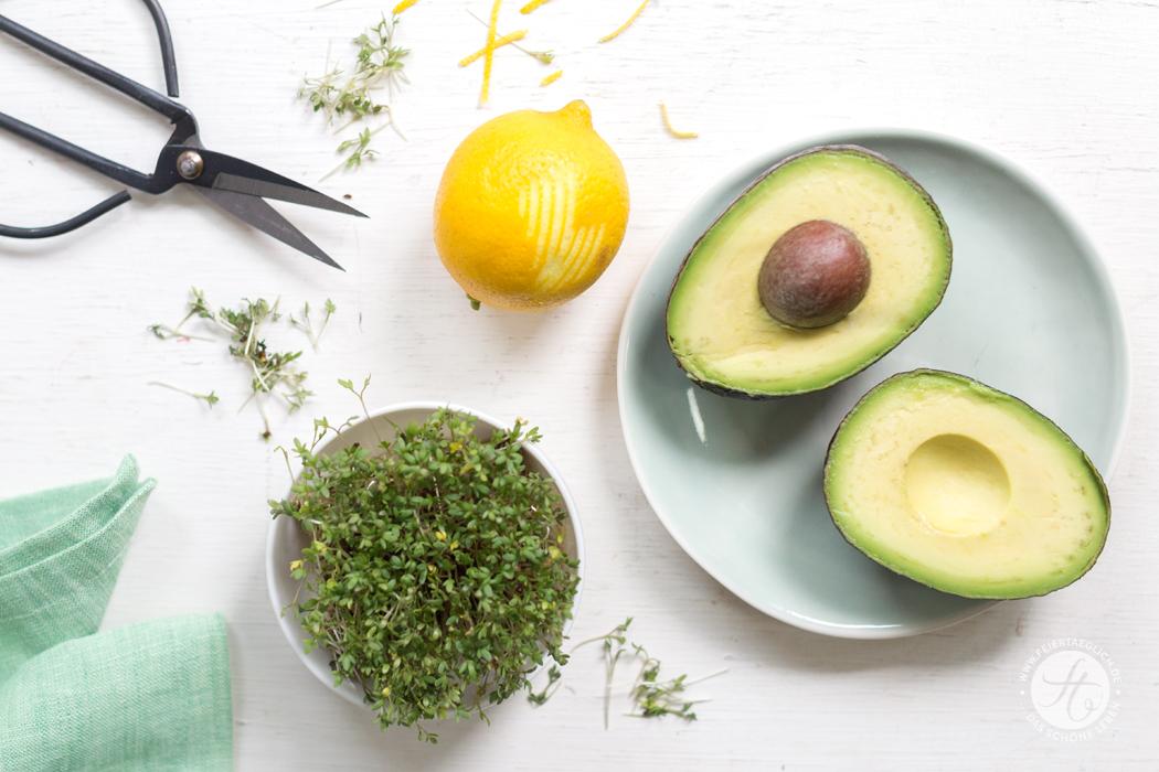 """Glutenfreies Brot mit Avocado-Zitronen-Feta-Creme und Kresse, Rezept für """"Life-Changing-Bread"""" und Avocado-Aufstrich, Zutaten"""
