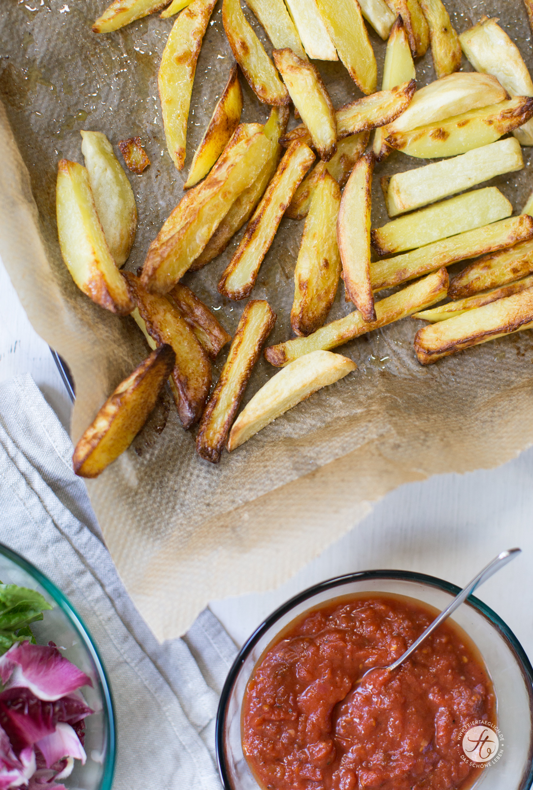 Ofen Pommes mit selbst gemachtem Tomatenketchup (zuckerfrei)