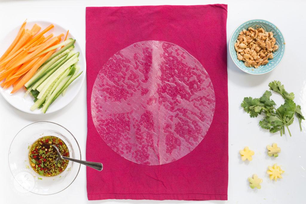 Sommerrollen mit Mango und Avocado, dazu Erdnuss-Sauce (vegan) – how to – step by step Sommerrollen selber machen