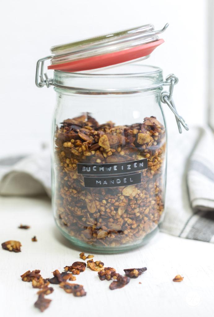 Buchweizen-Mandel-Pflaumen-Granola, selbst gemacht, Rezept ohne Zucker, glutenfrei