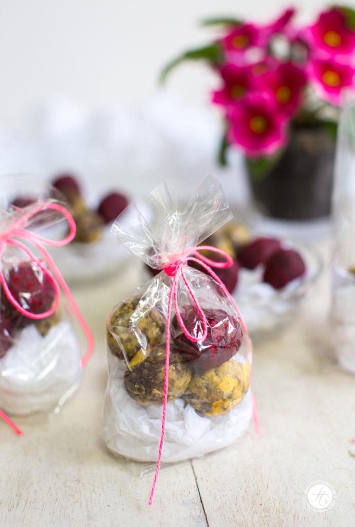 Kakao-Haselnuss-Ostereier im Himbeer-oder Maracujamantel – Energy-Naschereien zu Ostern, Energy-Balls Rezept