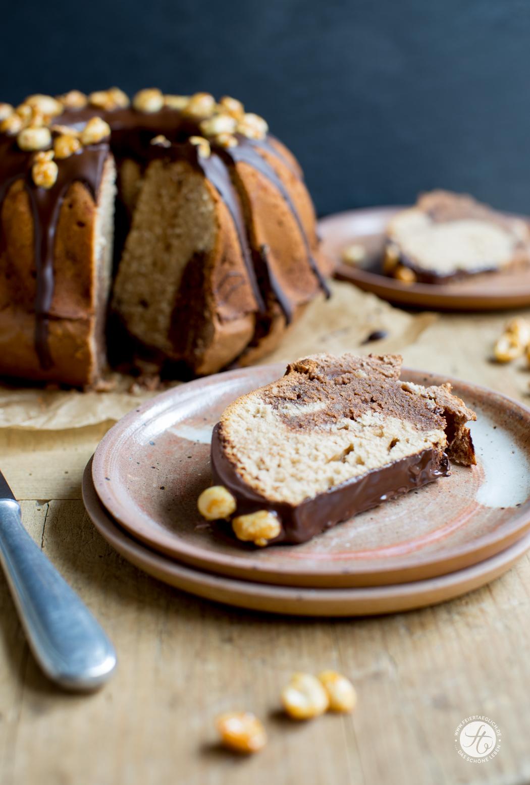 Erdnussbutter-Schoko-Gugel mit karamellisierten Erdnüssen, Rezept Rührkuchen, Gugelhupf