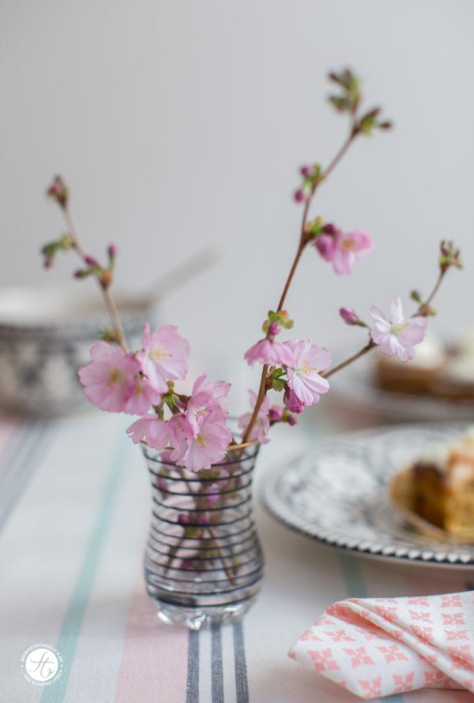Kirschblüten: Frühlings-Tischdekoration