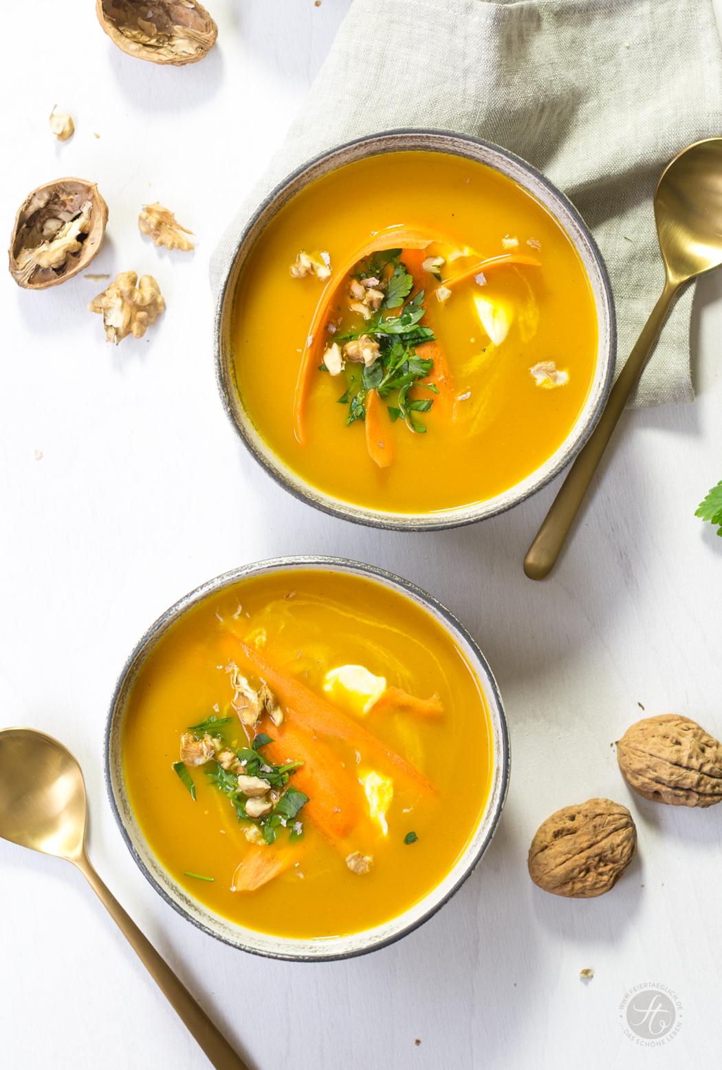 Karotten-Orangen-Suppe mit Ras-el-Hanout, Petersilie und Walnüssen, schnelles & einfaches Rezept