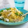Quick, Easy, Happy & Healthy: Kurkuma-Blumenkohl-(Fake)Reis mit Feta, Petersilie und Zitrone, Rezept