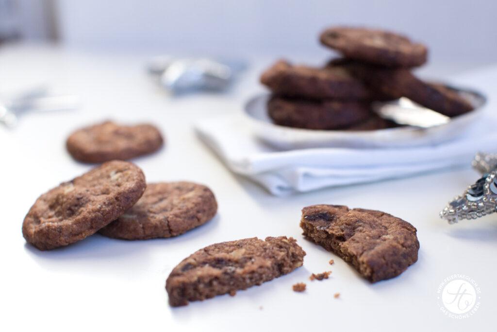 Weihnachtsbäckerei: Schoko-Nuss-Taler, einfach, zart und knusprig | Rezept von feiertäglich.de