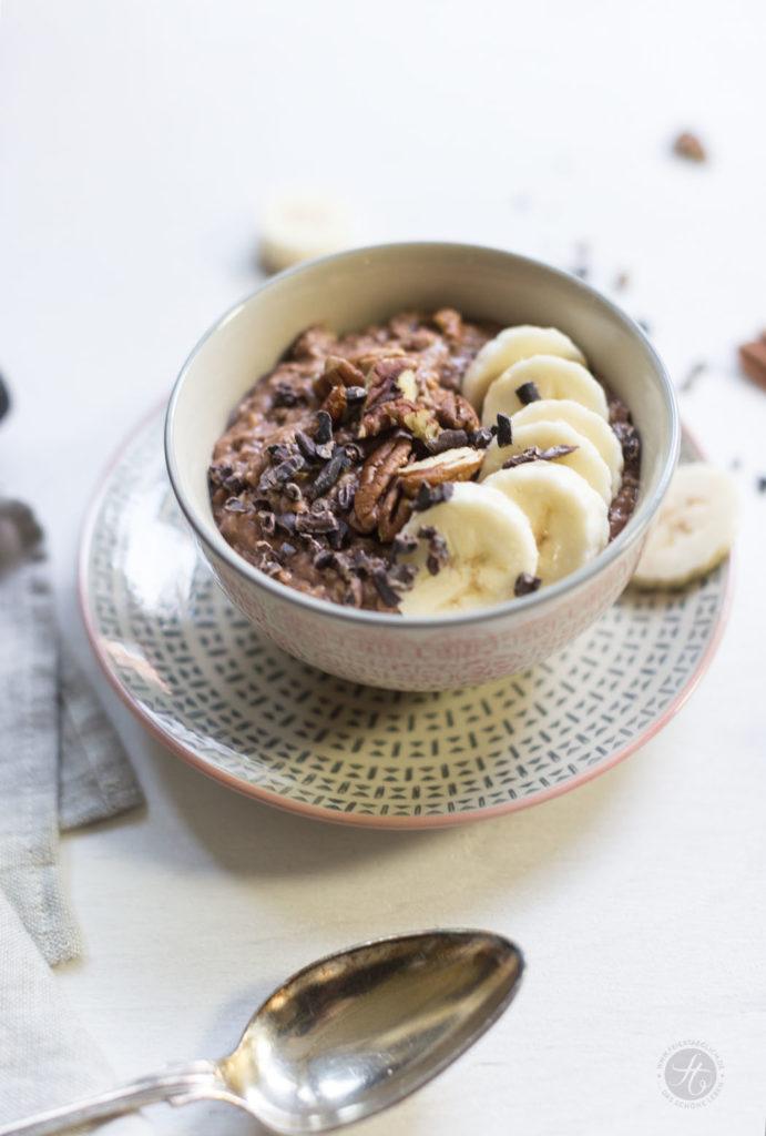 Schoko-Bananen-Oatmeal mit Pekannüssen und Kakaonibs, Rezept
