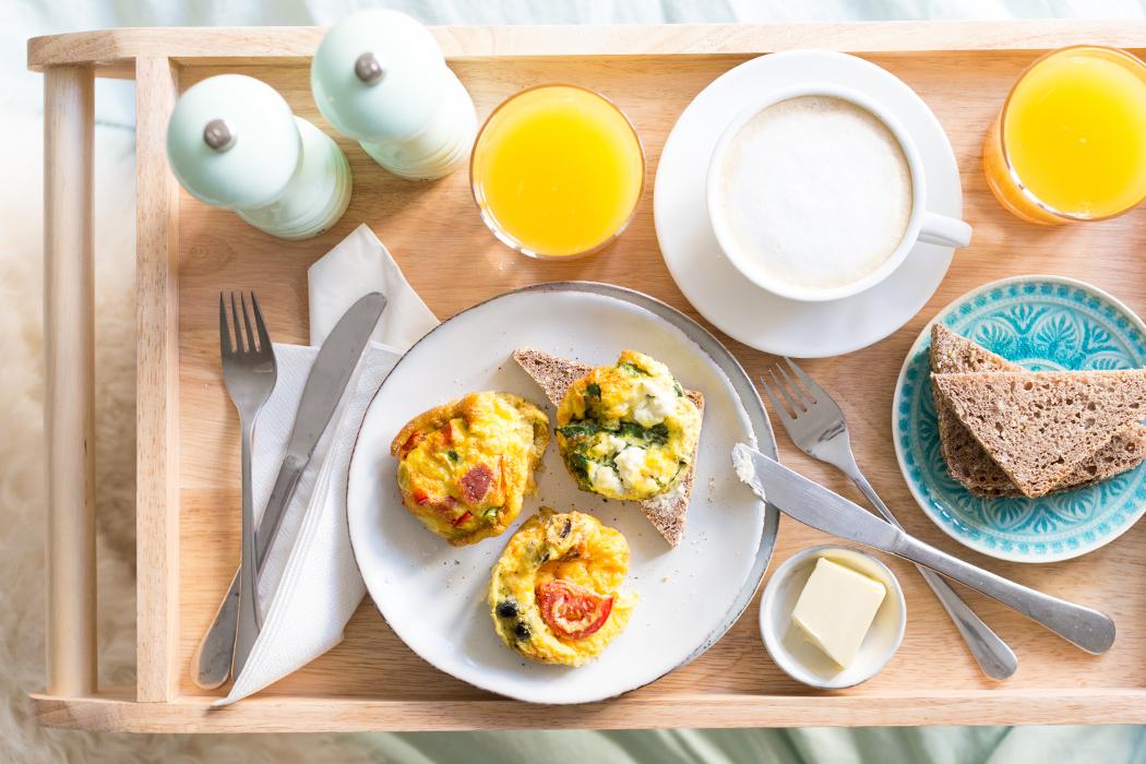 Frühstück im Bett mit dreierlei Mini Omeletts aus der Muffinform, (mit Zassenhaus)