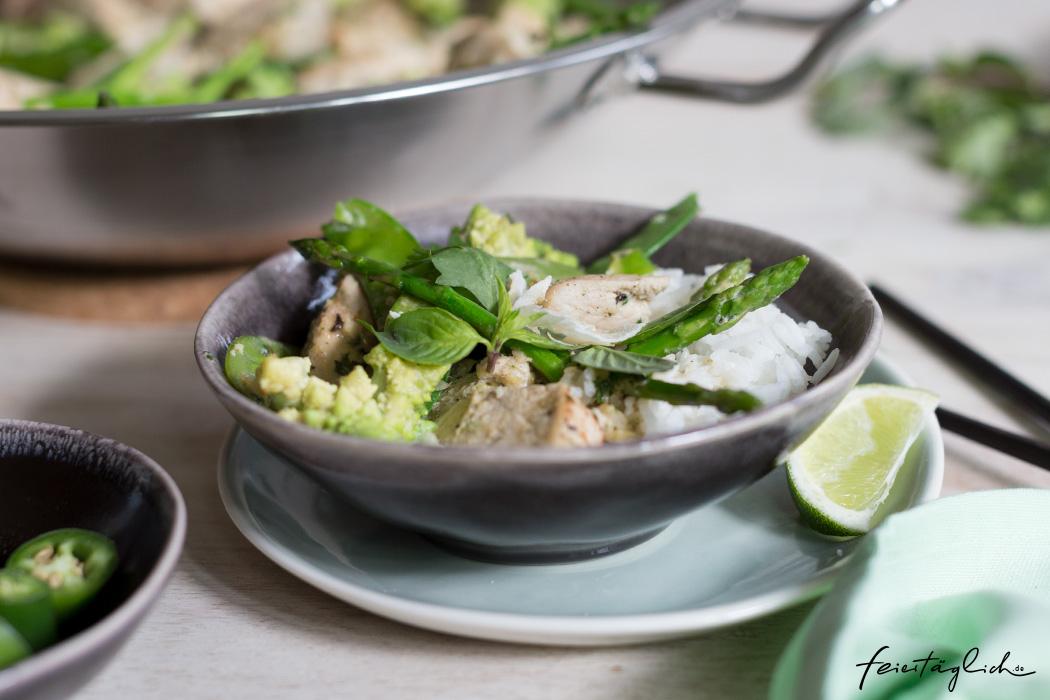 Grünes Zitronengras-Hühnchen-Curry und ein paar Tricks zum Kochen im Wok