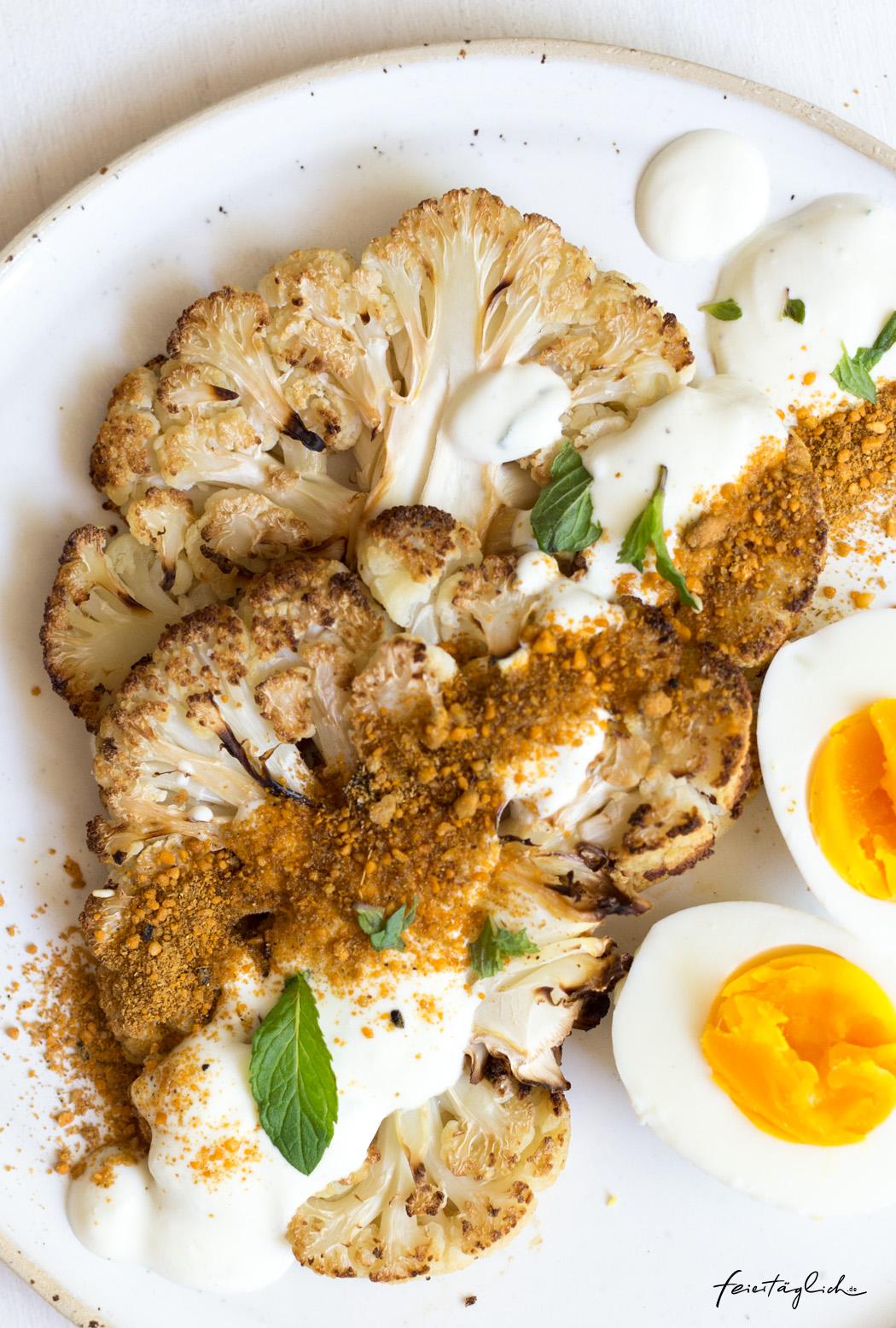 Ofengeröstete Blumenkohl-Steaks mit Minzjoghurt, Dukkha und Eiern – Ruckzuck gesunder & leckerer Lunch, Quick, easy, happy and healthy