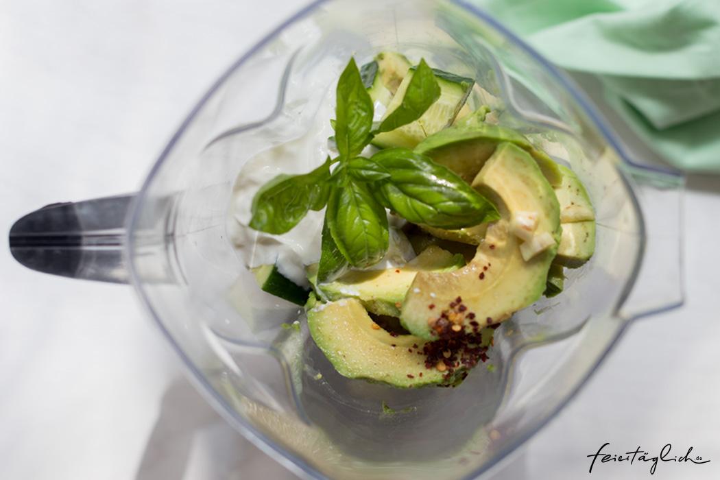 Kalte Gurken-Avocado-Suppe mit Chili und Basilikum, Super Sommersüppchen, Rezept