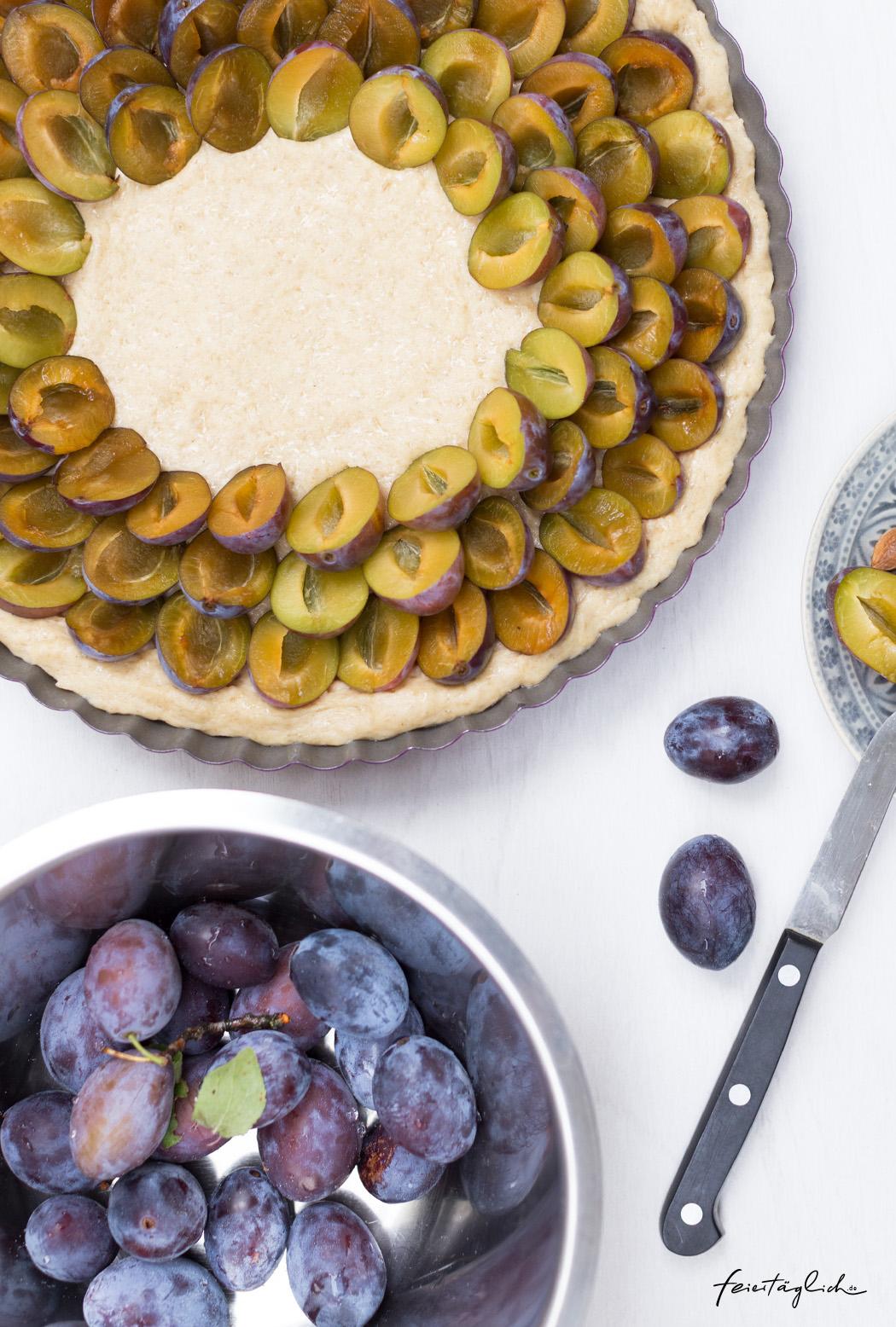 Zwetschgenkuchen mit schnellem Quark-Öl-Teig und Zimt-Buchweizen-Streuseln