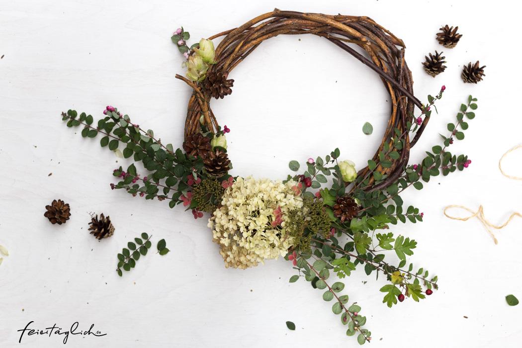 Herbst-Kranz – Meine 5 Tips für einen hübschen & kreativen DIY-Kranz, mit Hortensien, Zapfen, Hopfen
