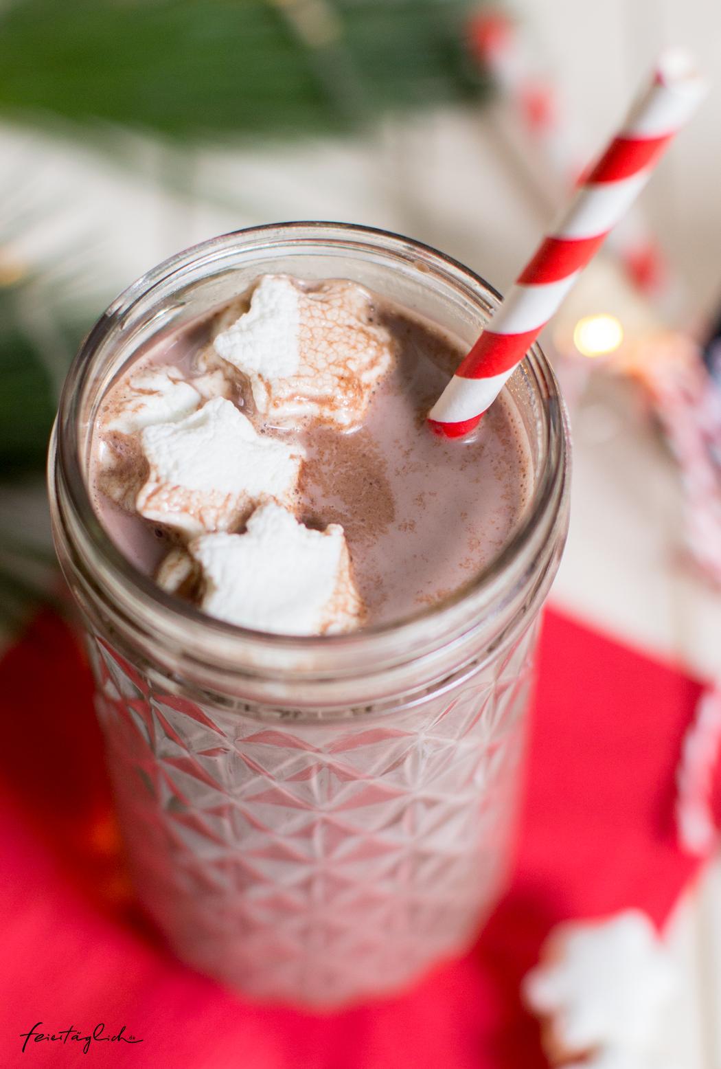 Geschenke aus der Küche: Heiße Weihnachts-Schokolade mit Marshmallow-Sternchen & Free-printable-Labels zum Ausdrucken